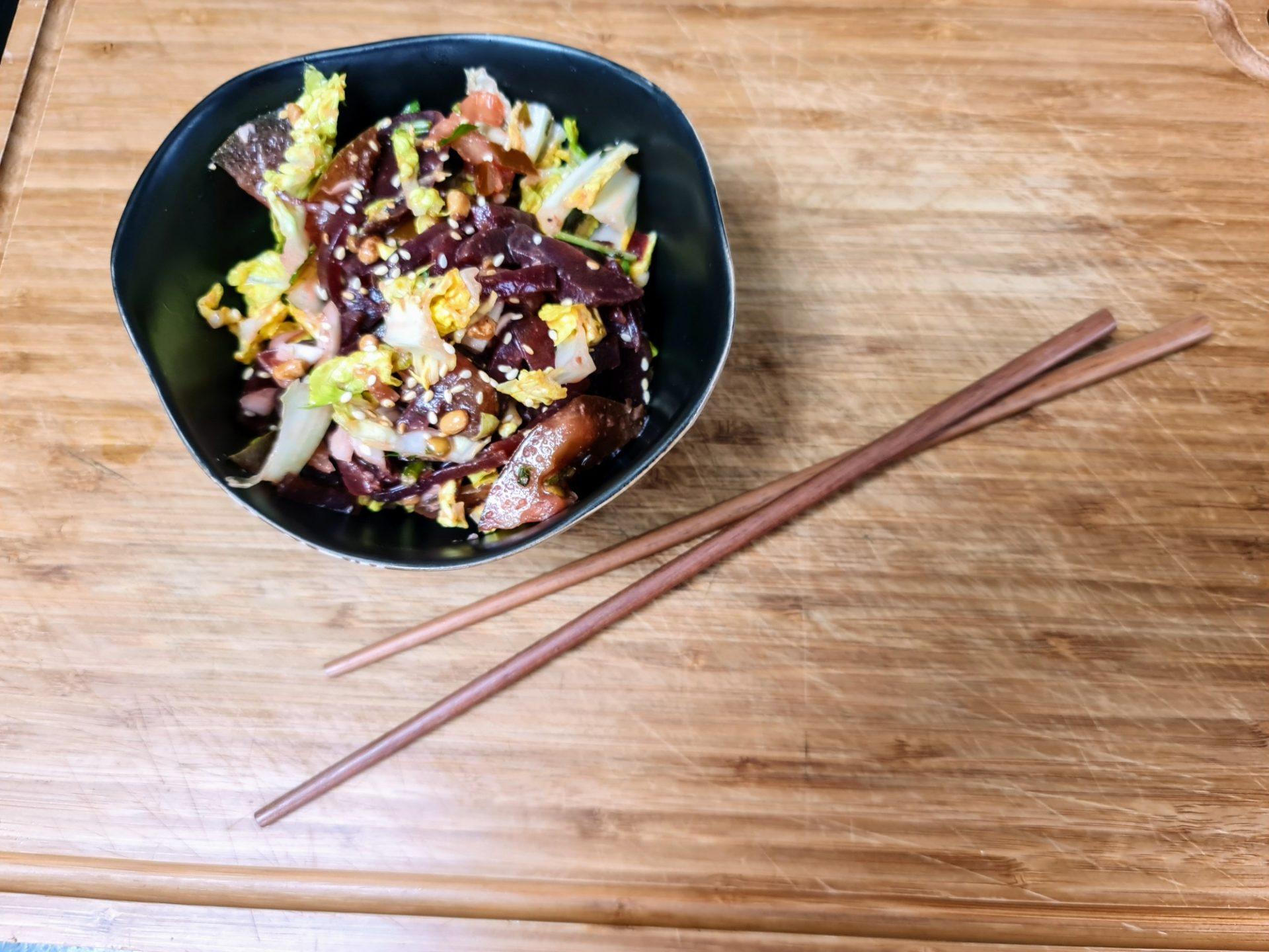 Salade de crudités dans un bol